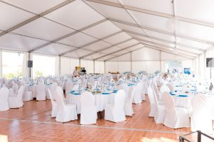 Runde Banketttische Hochzeit im Zelt