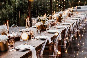 Tafel aus Holztischen Hochzeit