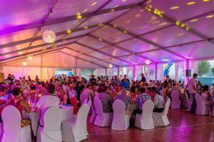 Runde Tische Event im Zelt